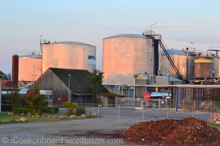 Nynas Bitumen storage tank Photo by Nino Almendra