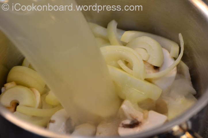 Add a liter of soup stock.