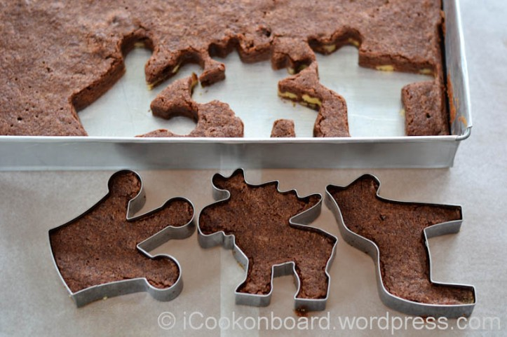 Carefully take out the brownies from your cookie cutters.
