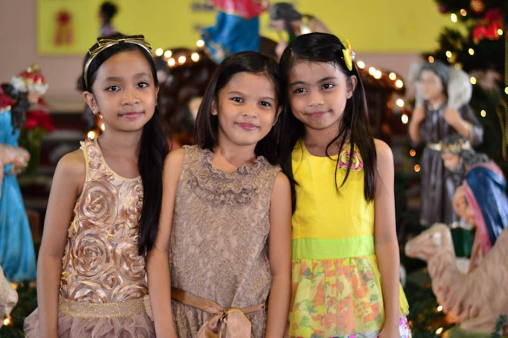 Jesica with her Best Friends... Photo by Nino Almendra