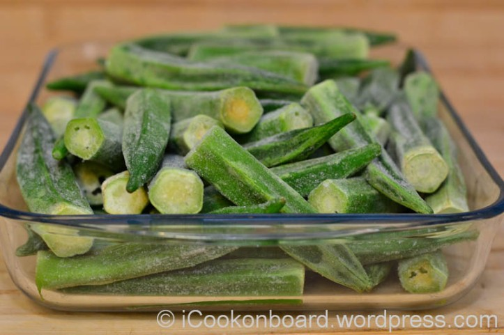 1 kilo fresh/frozen whole okra, rinse and cut the stem end if you're using fresh okra.