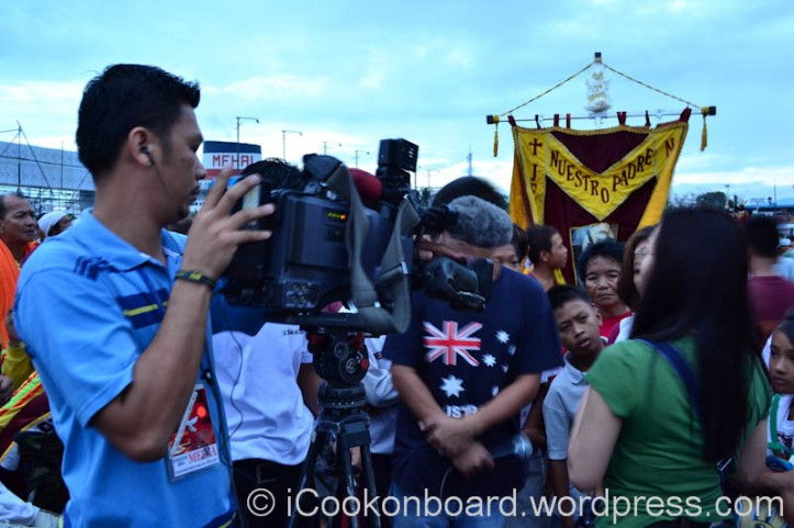 TV networks field reporters and cameramen are all busy picking-up stories of each debotees. Pista ng Itim na Nazareno Photo by Nino Almendra