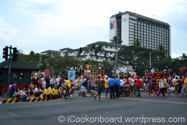 Bonifacio Drive ( Roxas Blvd.) Still free from the crowd, but not for long. Pista ng Itim na Nazareno Photo by Nino Almendra