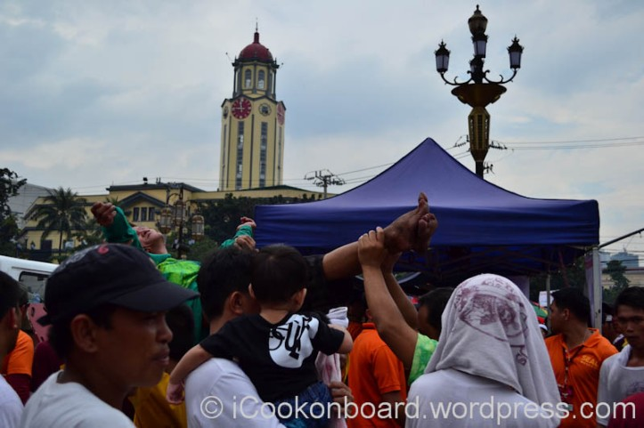 Climbing up to touch the Blessed Black Nazarene takes alot of courage and strenght. Many debotees willing to get hurt in doing this. (Like the man above, he past-out due to extreme exhaustion and lack of oxygen. Pista ng Itim na Nazareno Photo by Nino Almendra