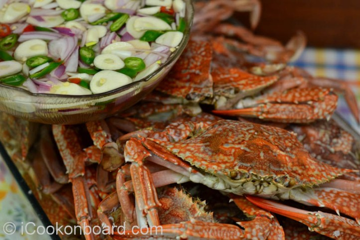 Steamed Blue Crabs with Chilli Vinegar Dip Photo by Nino Almendra