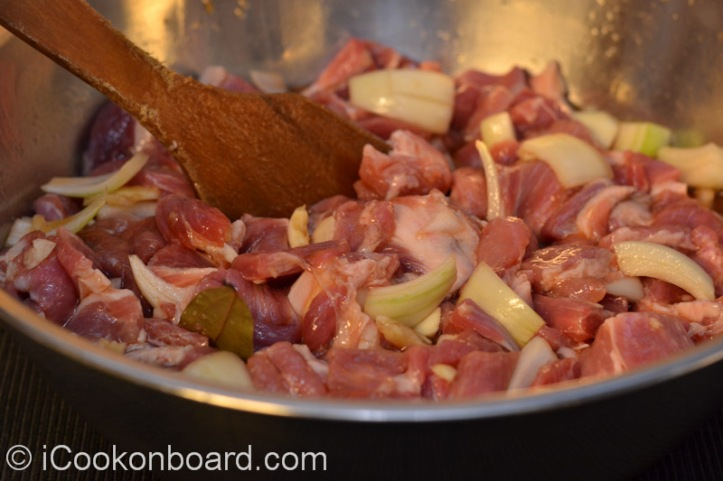 Mix the pork meat with the marinade ingredients to properly blend the flavour.