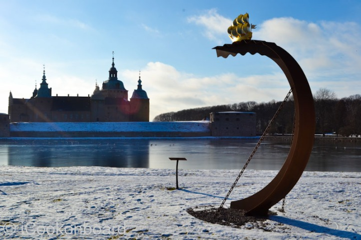 Kalmar Nyckel in front of the Kalmar Castle. Photo by Nino Almendra