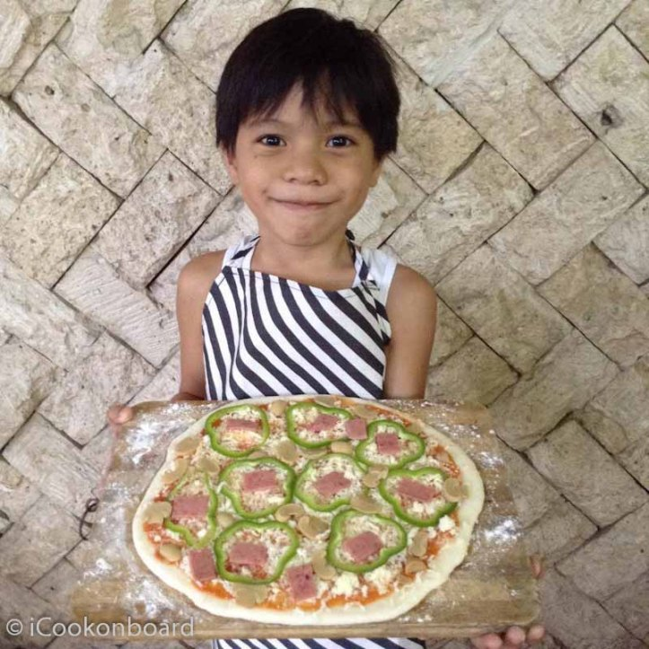 What a nice fresh dough Pizza made by my kids.  Now that's what I call a great time at home...
