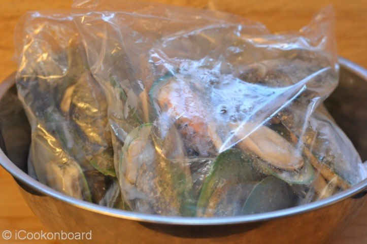 Frozen Green Mussels are neatly packed per kilo.