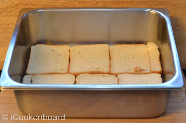 Arrange the sliced bread layer by layer.