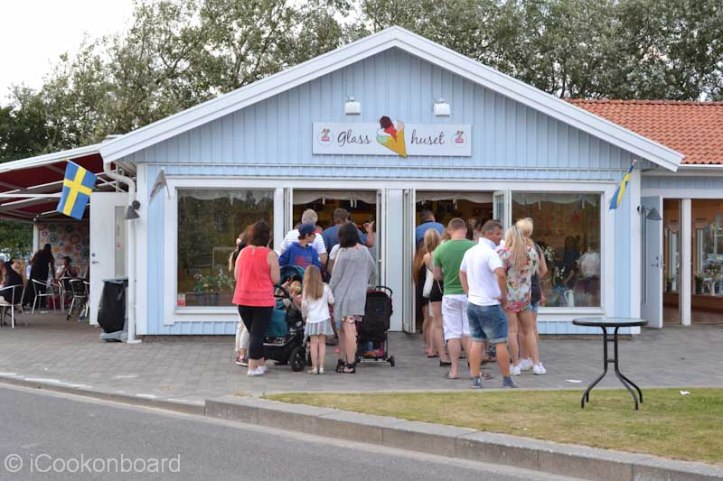 This Ice Cream house is a blockbuster hit!!! I want to try one but don't have the time to fall in line.
