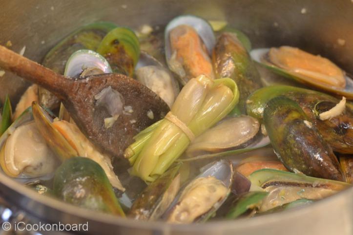 Tahong Gisado (Green Mussels Stir Fry)