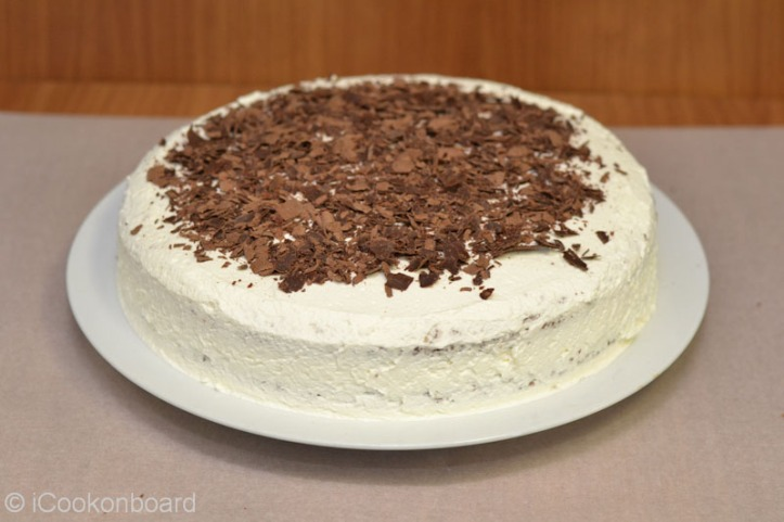 Sprinkle half of the choco shaving on top of the cake. Allow some space on the corners for the frosting.