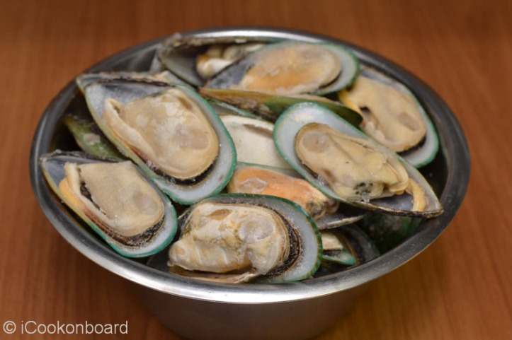 Baked Mussels with Herbed Bread Crumbs